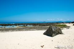 金見海岸よりトンバラ岩を望む