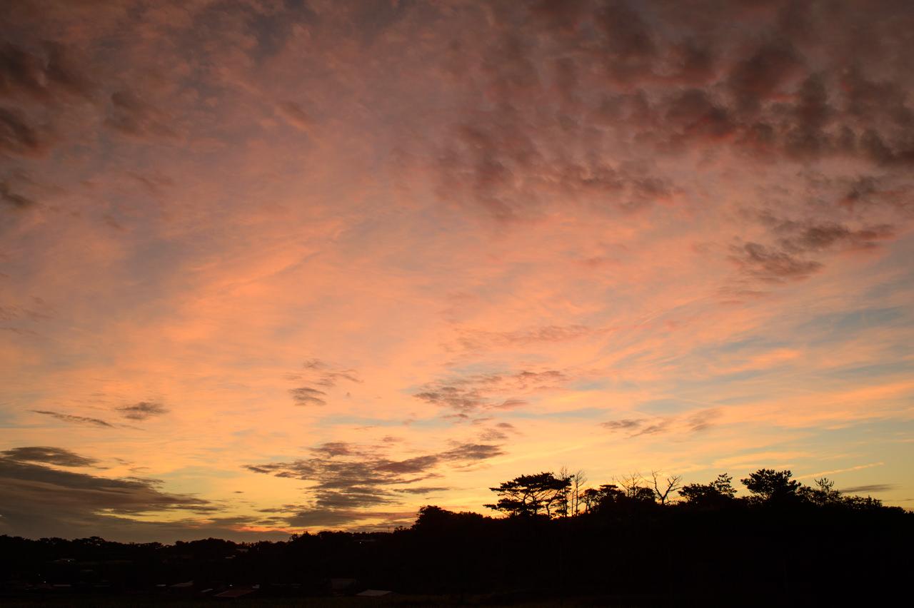 台風前の朝焼け写真2