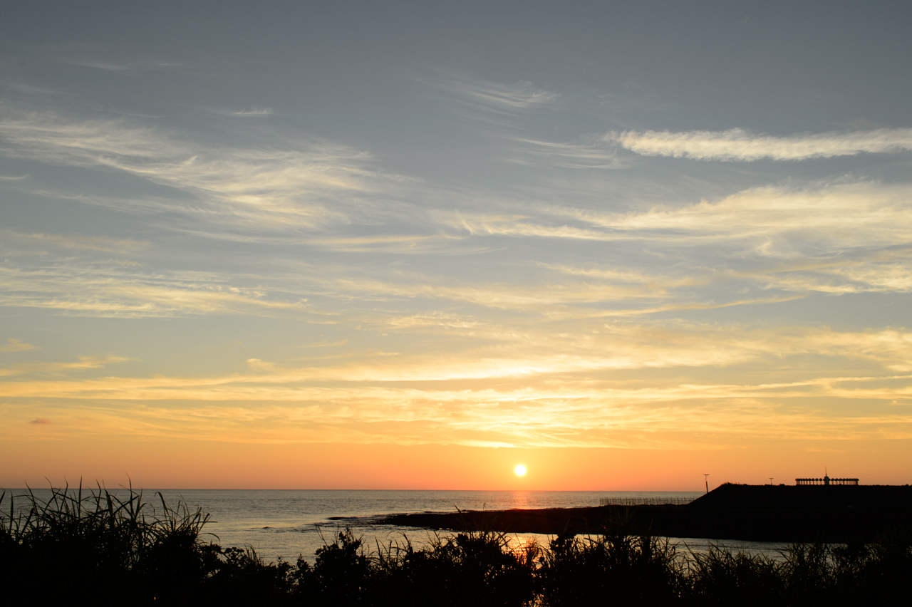 曇天モードで撮影した夕陽の写真