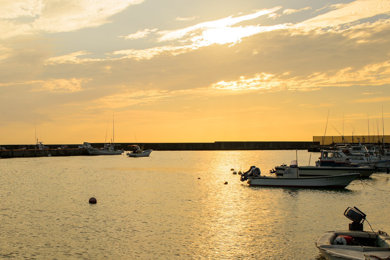 天城町松原漁港での夕陽-2