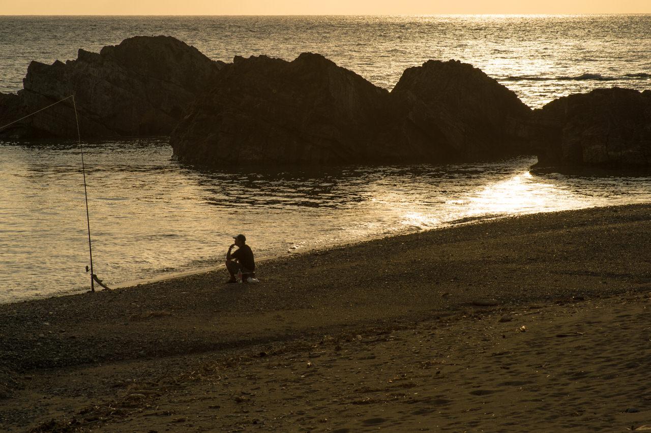 夕陽と釣り人-2
