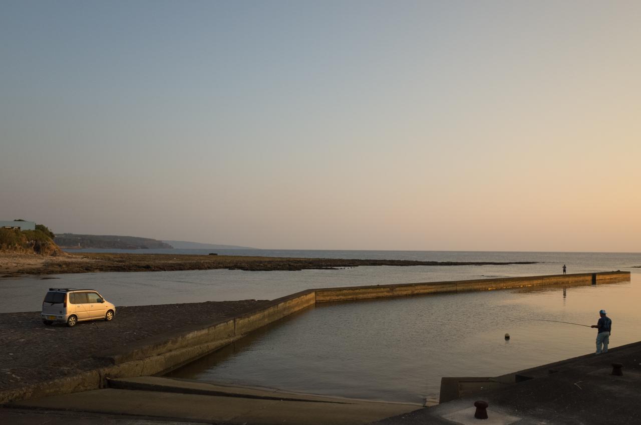 GRⅡで撮影した夕陽の中での釣り人