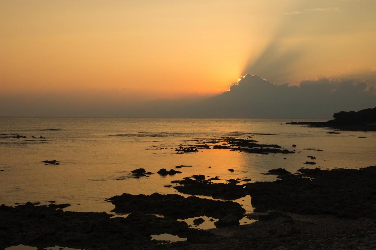 GRⅡで夕陽が海に写る夕焼け写真