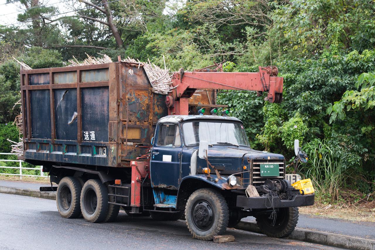 【徳之島】サトウキビ運搬車の『ボンネットトラック』を紹介するよ! | 花徳マンゴー