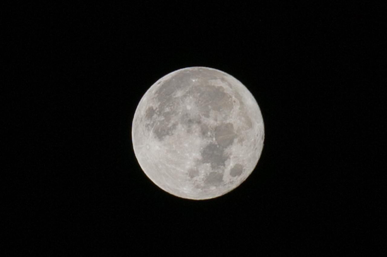 AF-S NIKKOR 70-200mm f/2.8G ED VR2で撮影した月