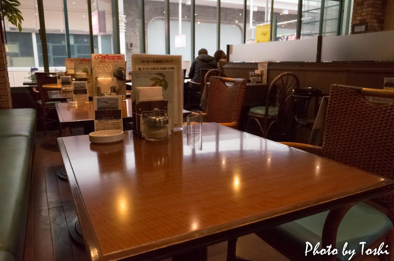 カフェ彼女の家-納屋店の店内の様子