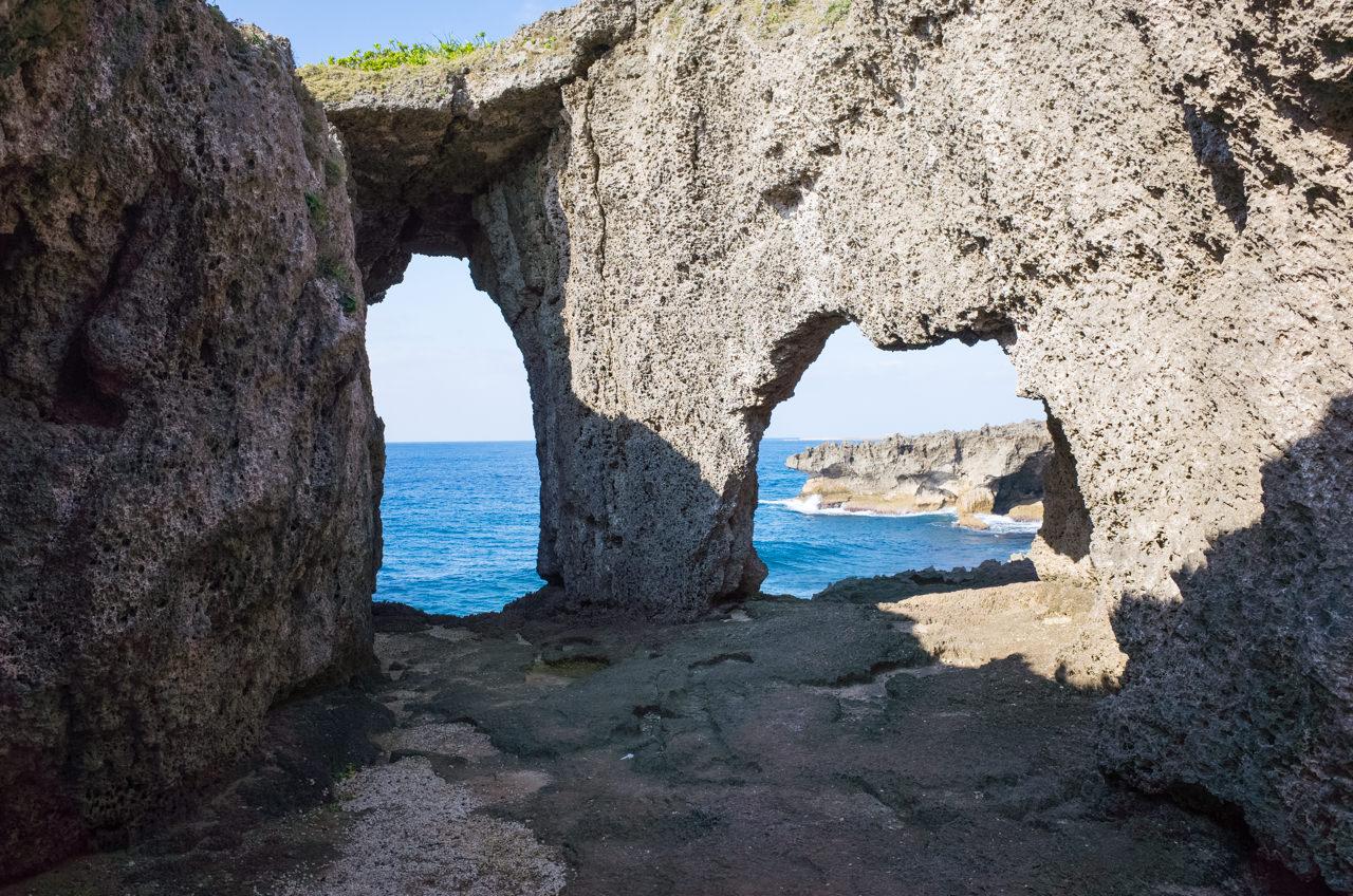 犬の門蓋の眼鏡岩
