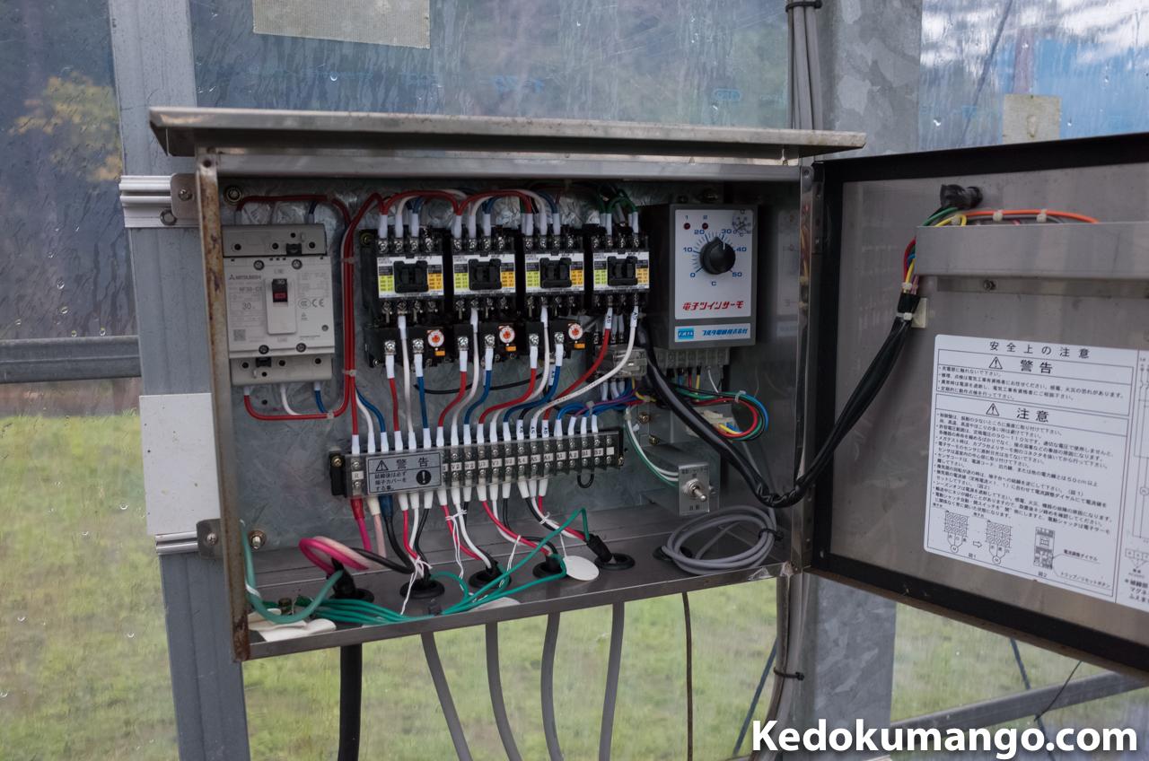 大型換気扇の操作盤の様子