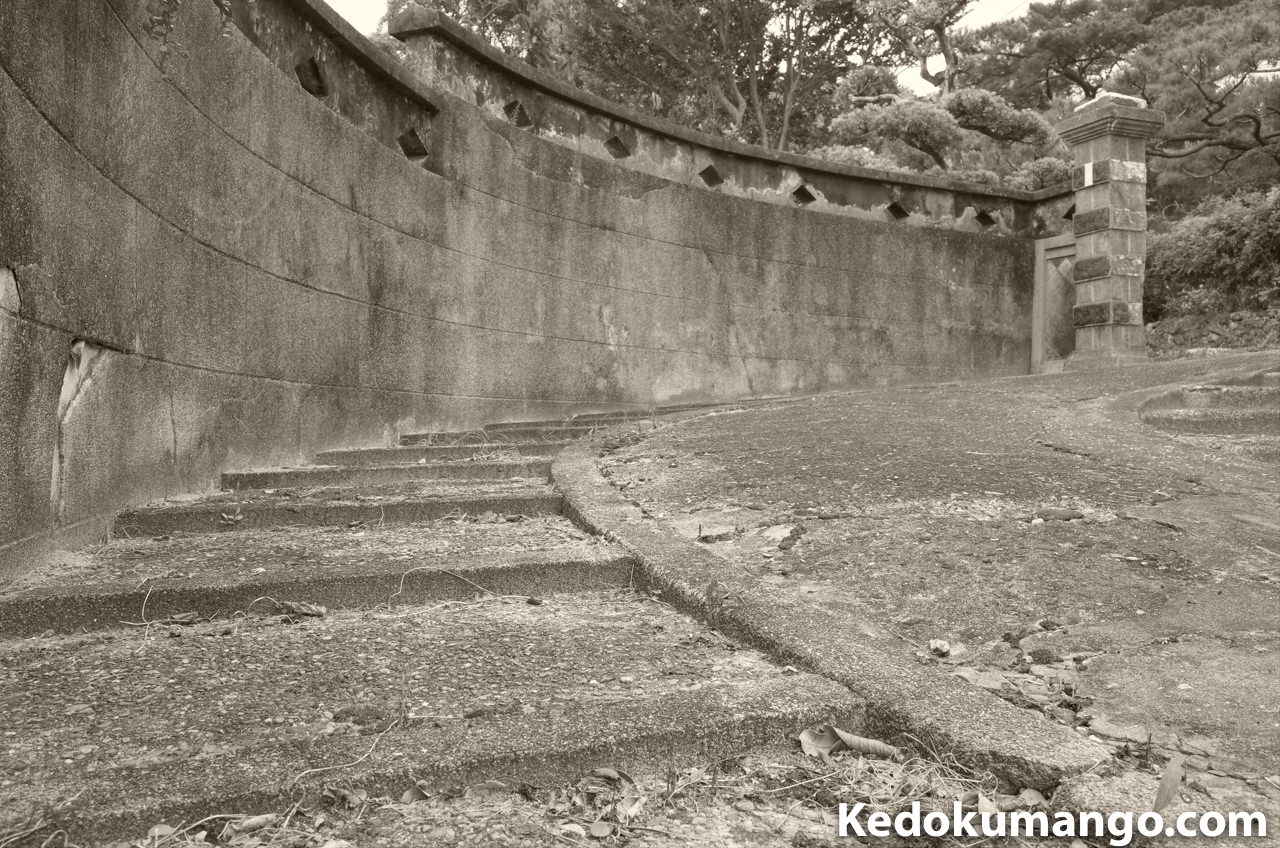 Ricoh GR2の白黒(TE)で撮影した古民家の門