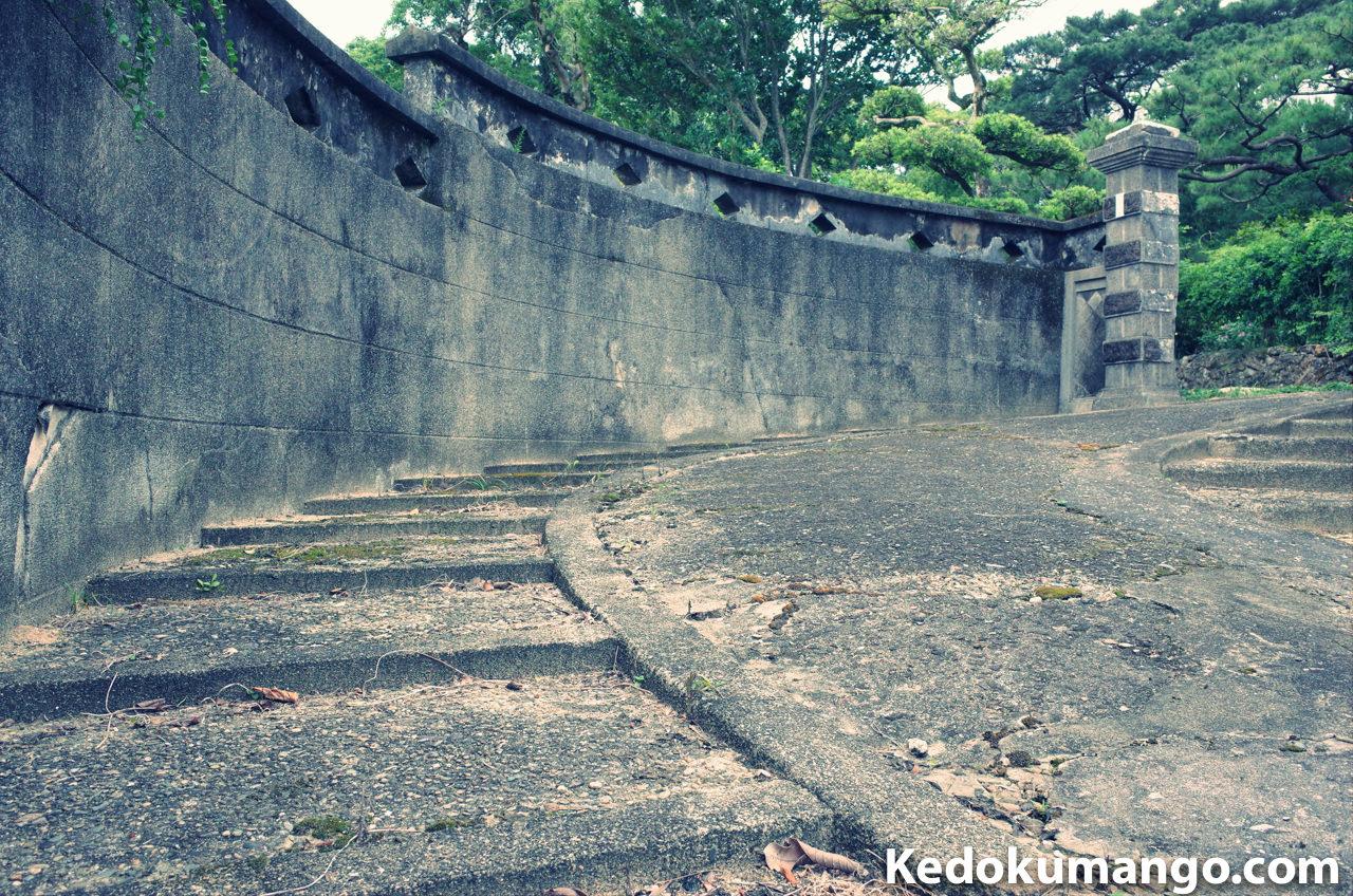 Ricoh GR2のクロスプロセスで撮影した古民家の門