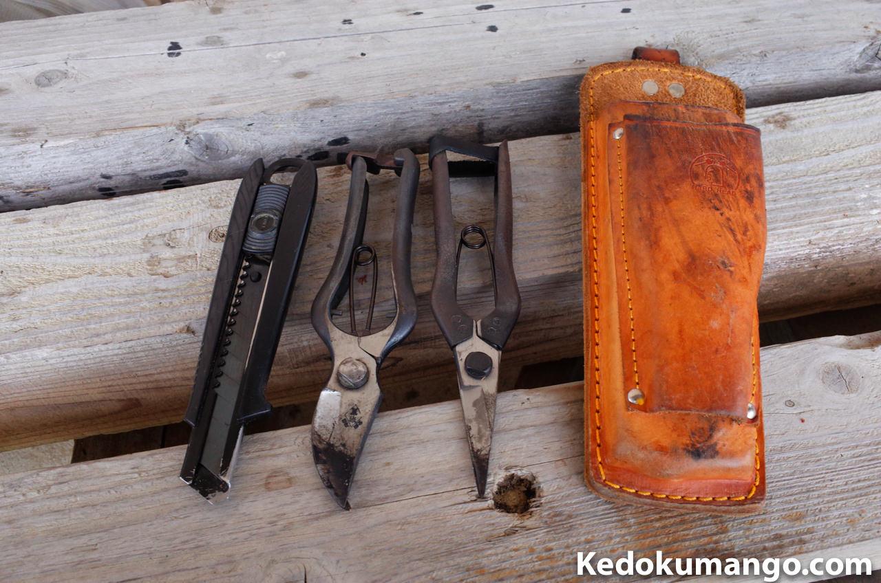 普段の果樹園での作業に使う道具とハサミケース