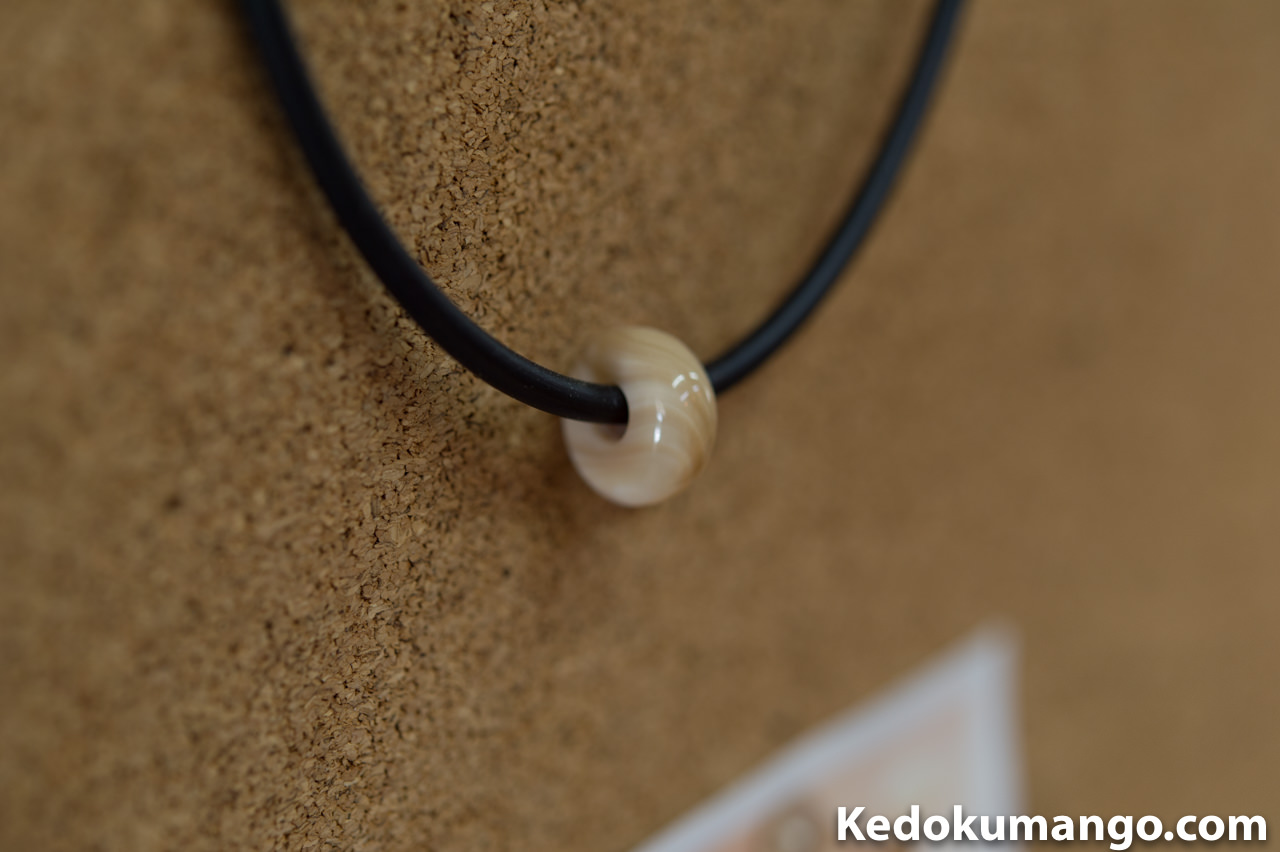 夜光貝の芯の部分を用いたネックレス
