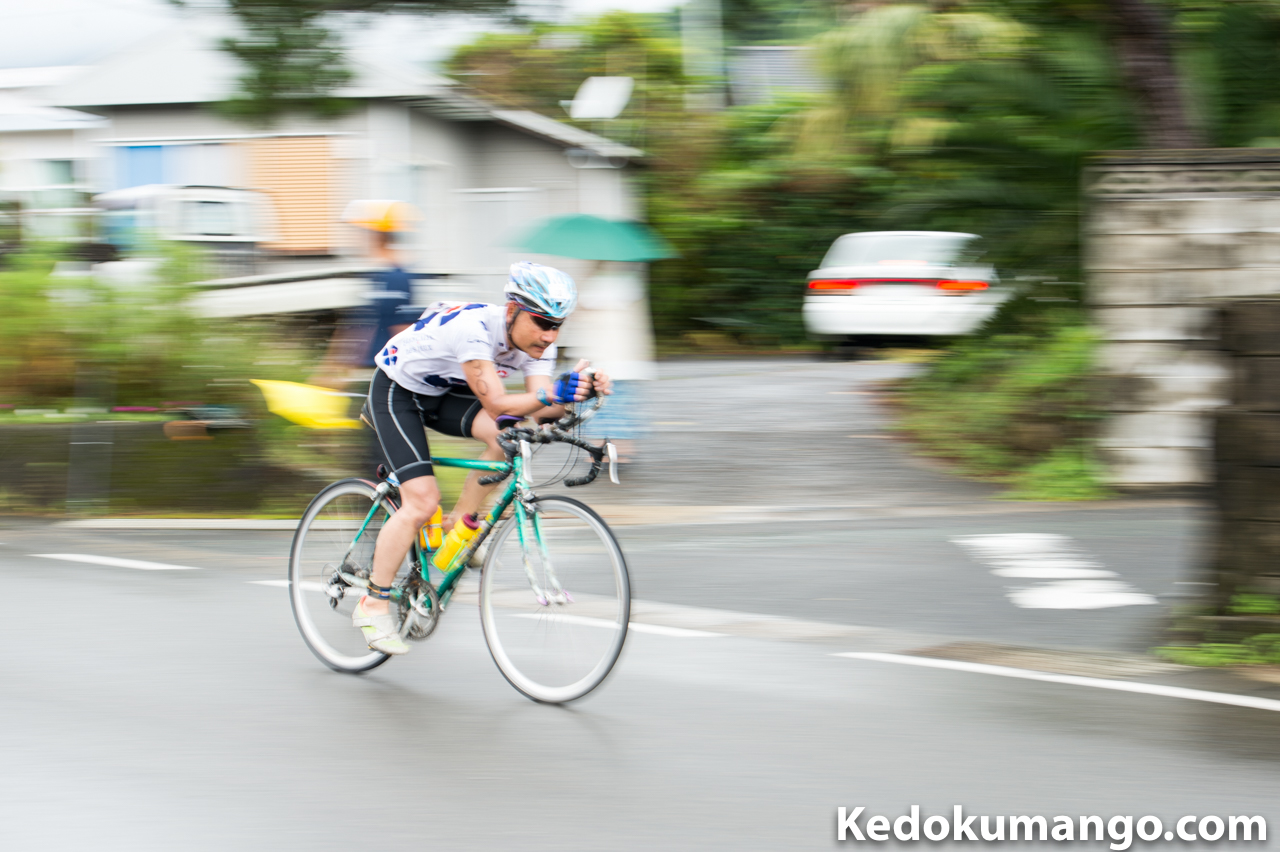 花徳地区をバイクで走り抜ける選手-1