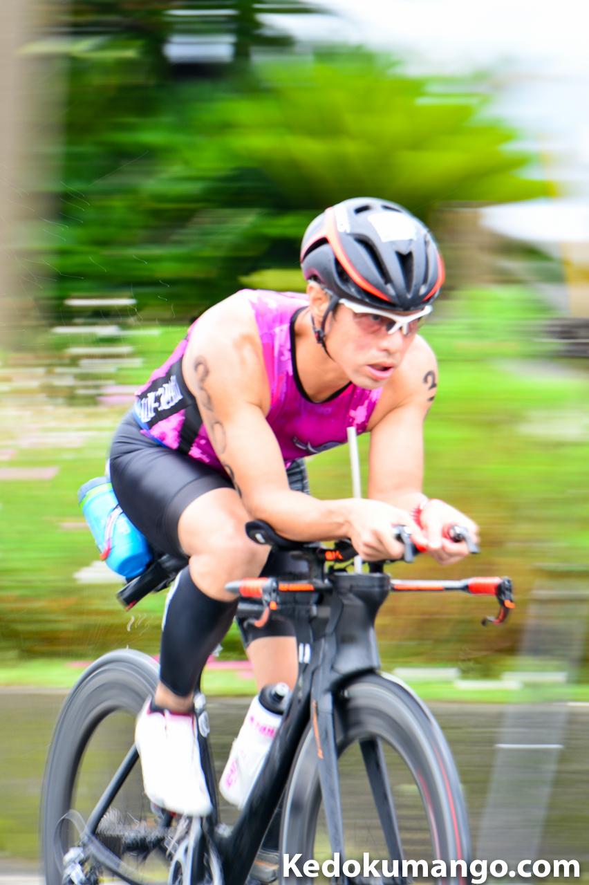 花徳地区をバイクで走り抜ける選手-3