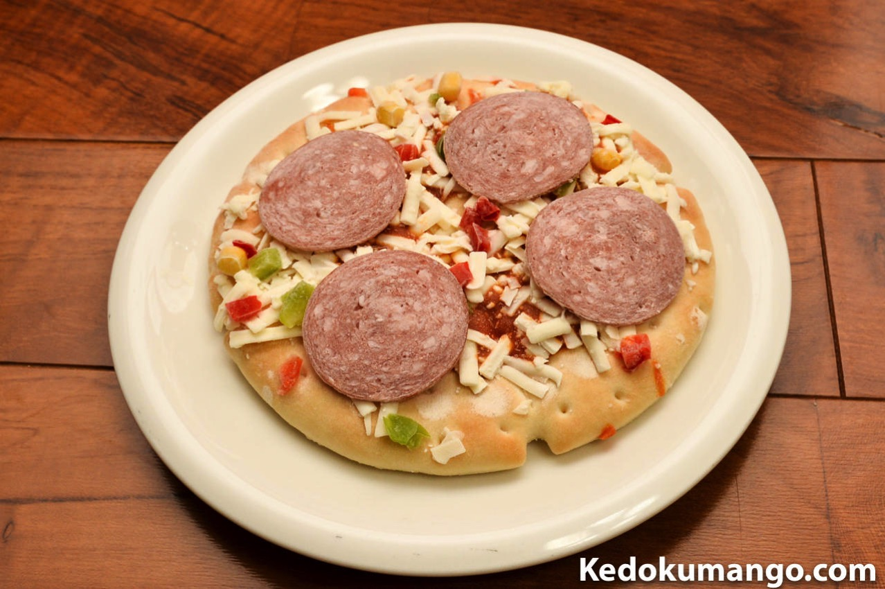 凍った状態の冷凍ピザ