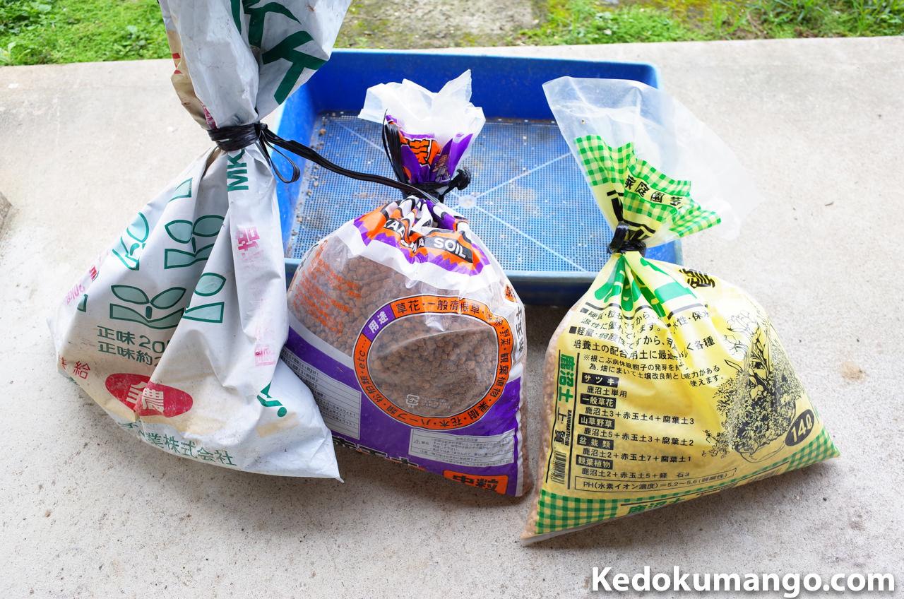 種を植え付ける容器と園芸土