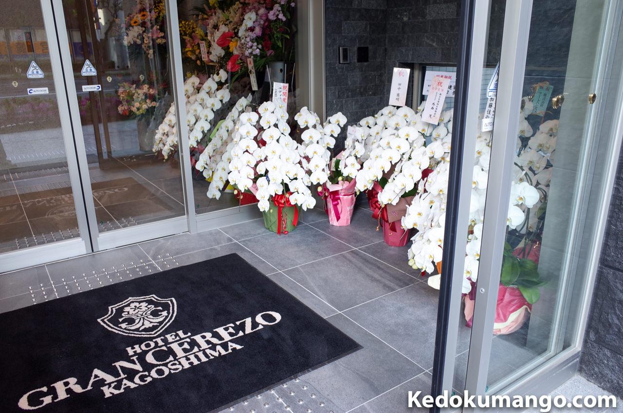ホテル玄関の花_2