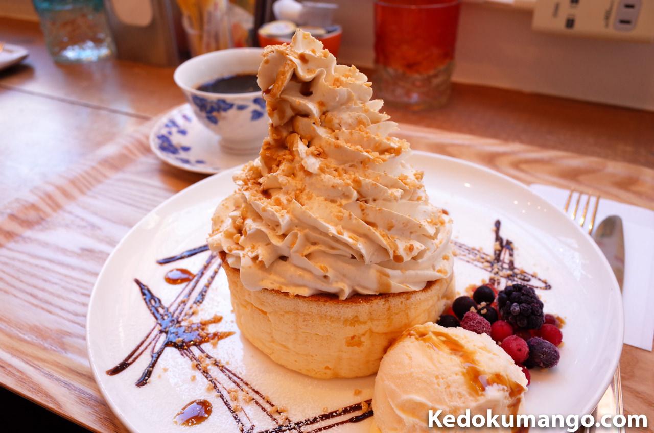 黒蜜のかかった桜島パンケーキ