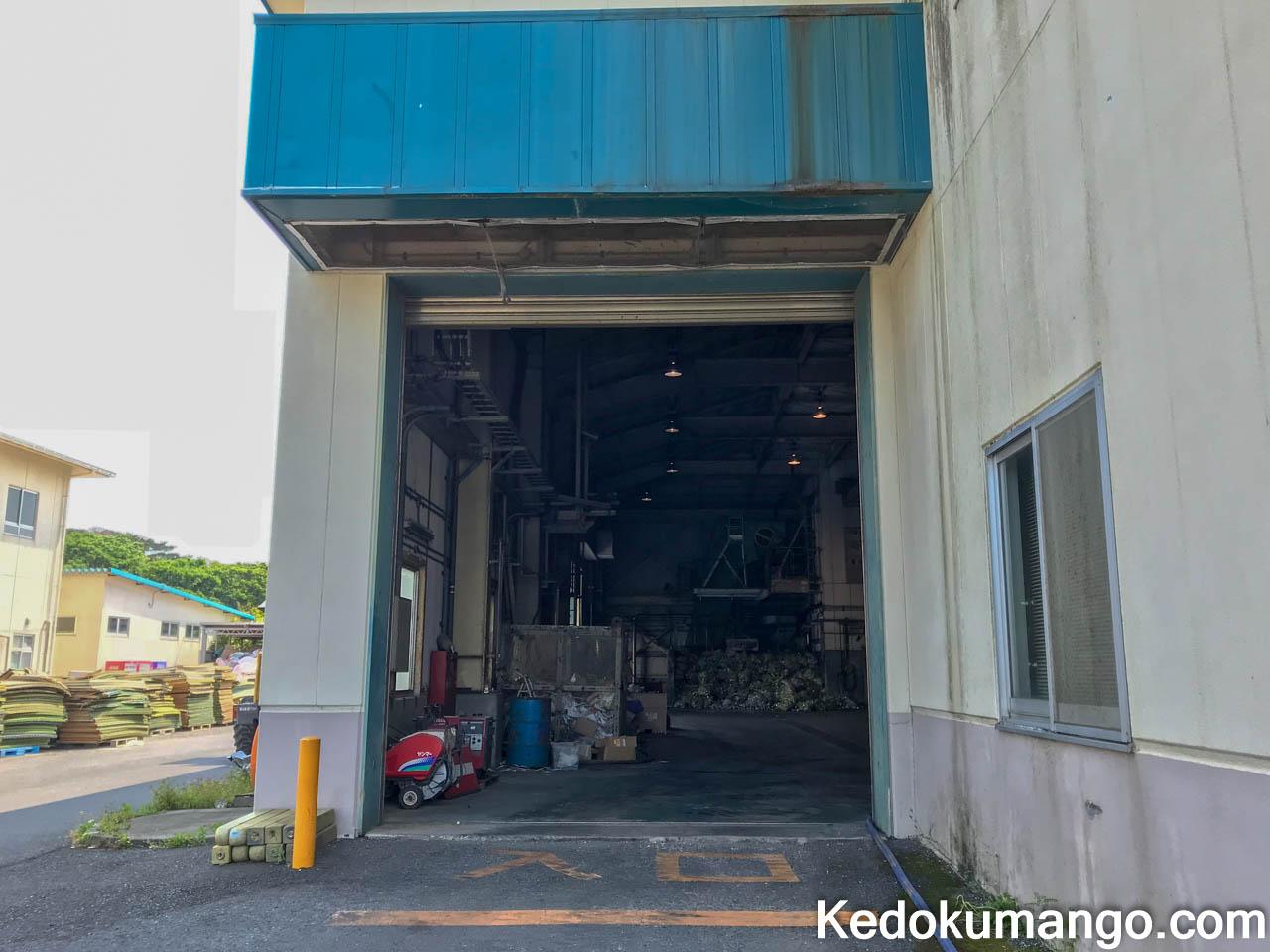 処分場建物の入口