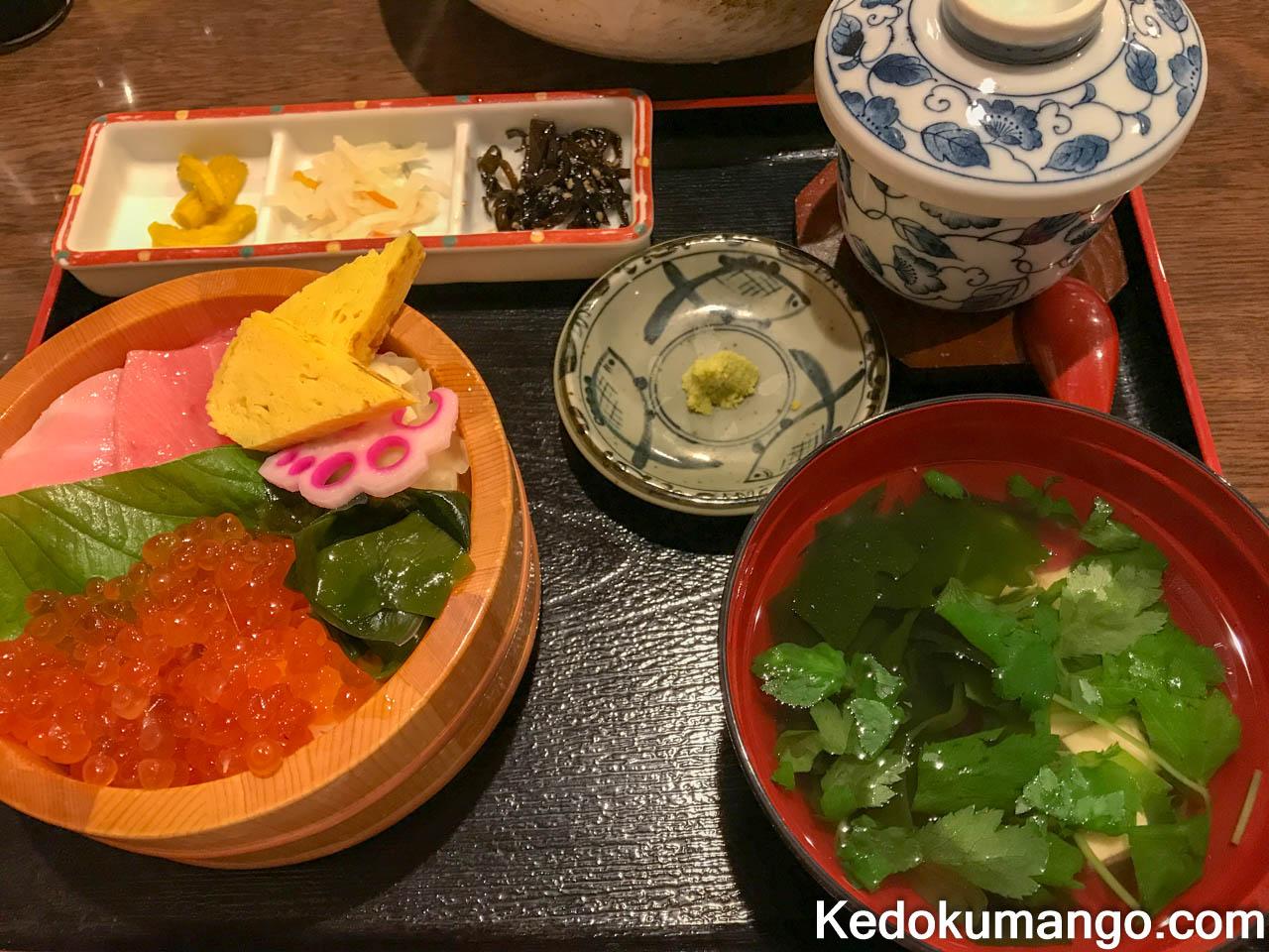 黒紋の海鮮丼