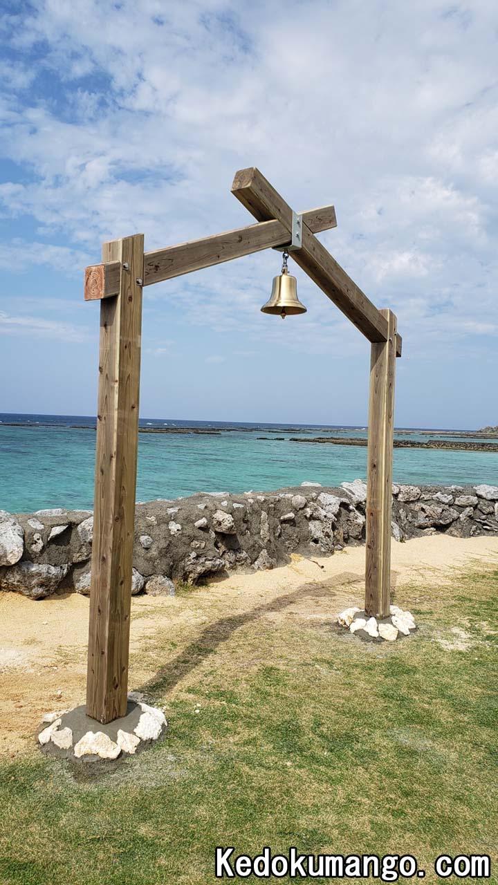 ヨナマビーチに設置されたモニュメント