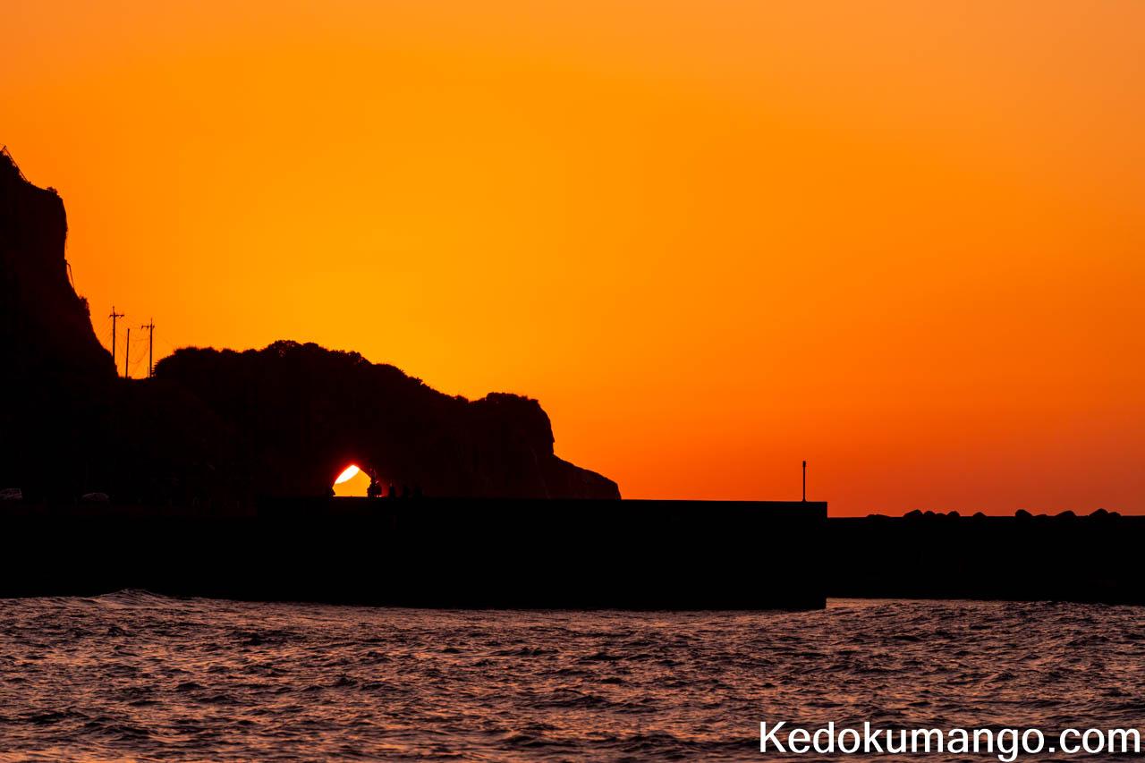 かがんばなトンネルに太陽が入り始めた様子